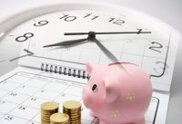 czas to pieniądz ze świnką skarbonką